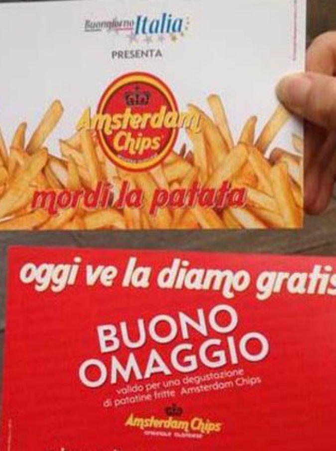 """""""Oggi ve la diamo gratis, mordi la patata"""": ecco lo slogan R che fa indignare M5S e Pd"""