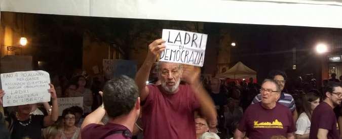 Scuola, Giannini contestata dai precari alla Festa Pd di Ferrara: il ministro se ne va e rinuncia al dibattito
