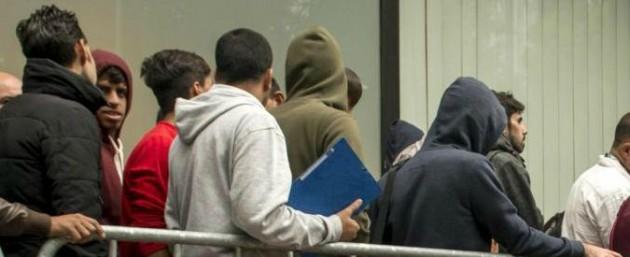 Migranti, permesso di soggiorno costa troppo: Corte di ...