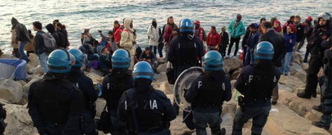"""Migranti, prima espulsione di gruppo: 48 presi a Ventimiglia e rispediti in Sudan. """"Ma Khartoum viola diritti umani"""""""
