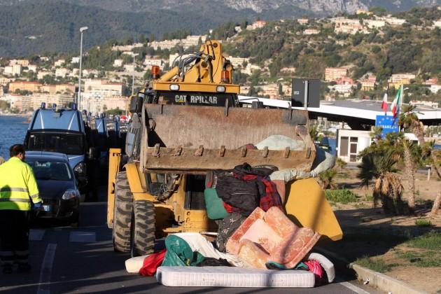 Distrutto il villaggio di migranti situato a Ventimiglia al confine con la Francia