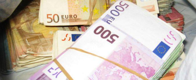 Legge di Stabilità, Renzi: 'Alziamo tetto a uso contante da 1000 a 3mila euro'. Bersani: 'Favorisce nero ed evasione'