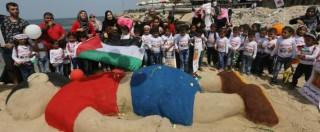 Aylan Kurdi, su una spiaggia di Gaza una scultura per ricordare il bambino siriano morto in Turchia