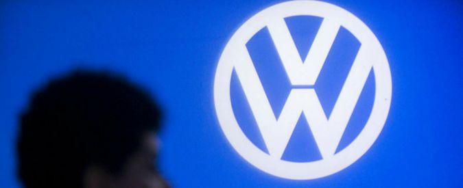 """Volkswagen prende tempo con Ue: """"Dati su emissioni a fine gennaio"""". Azioni giù in borsa per timore di maxi multa Usa"""