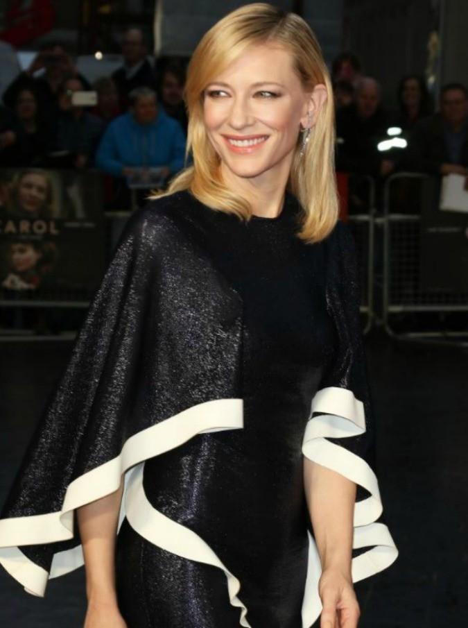 """""""Penis facial"""", ecco la """"tecnica"""" di Kate Beckinsale, Cate Blanchett, Sandra Bullock per ringiovanire la pelle"""