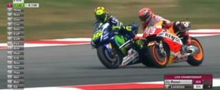 MotoGp Malesia, Valentino Rossi fa cadere Marc Marquez: la fotosequenza