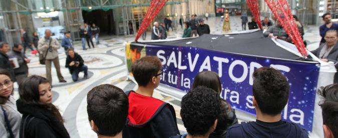 Napoli, ucciso a 14 anni da un calcinaccio nella Galleria Umberto I: otto indagati
