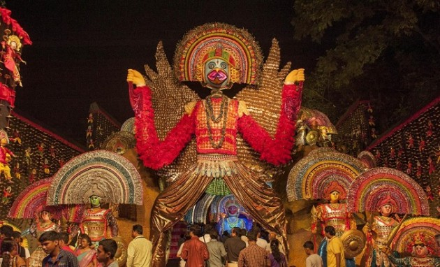 (WORLD SECTION) INDIA-KOLKAYA-DURGA PUJA FESTIVAL