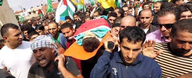 """Israele, uccisi due giovani palestinesi in scontri con l'esercito. Anp: """"Andremo nei tribunali internazionali"""""""