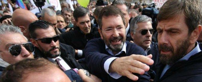 """Marino in trincea cerca la minoranza Pd e chiama Bersani. Lui: """"Fai ciò che ti senti"""""""