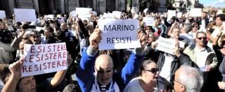 """Marino, Renzi: """"Rotto rapporto tra Campidoglio e la città"""". Sostenitori in piazza: """"Ora si ricandidi ma senza il Pd"""""""