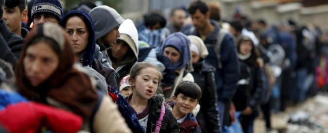 """Migranti, Berlino fa dietrofront e applica Dublino: """"Respingiamo anche i siriani"""""""