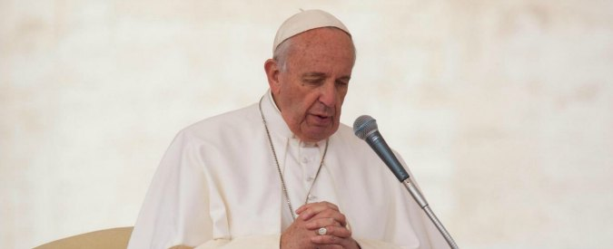 """Attentati Parigi, la condanna del Papa: """"Utilizzare il nome di Dio per giustificare la violenza è una bestemmia"""""""