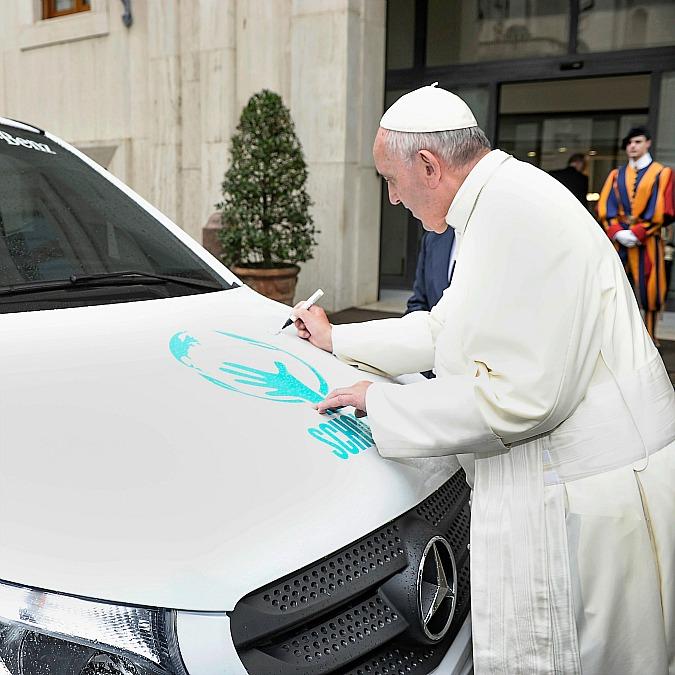 Mercedes Vito, Papa Francesco benedice il primo esemplare prodotto in Argentina