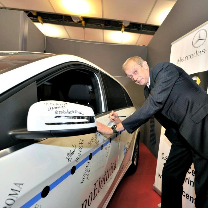 Mercedes #iosonoelettrica, a Torino con l'Anci. E ora l'e-tour fa altre 7 tappe