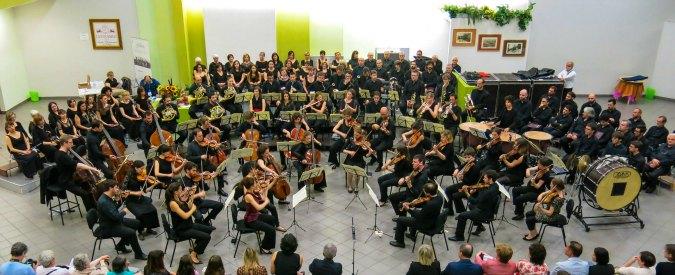 Spira Mirabilis, l'orchestra senza direttore che porta la musica classica in giro per l'Europa