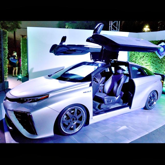 Doc e Marty 30 anni dopo: per Toyota, l'auto di 'Ritorno al futuro' è a idrogeno