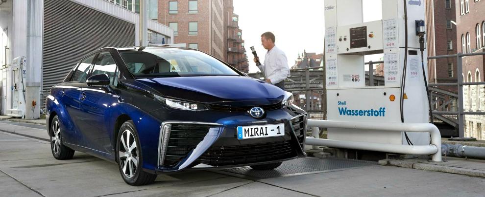 Toyota Mirai, in vendita in Europa la prima auto a idrogeno. Non in Italia però
