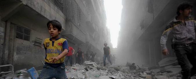 """Siria, l'Isis alla conquista di Aleppo: presi due villaggi. Iran: """"Ucciso un nostro generale"""". Francia: """"Nuovi raid su Raqqa"""""""