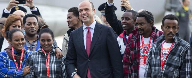 Migranti, al via ricollocamenti. Partiti per la Svezia 19 eritrei arrivati a Lampedusa