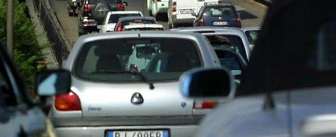 Milano, automobilista preso a pugni da motociclista finisce in ospedale: è grave