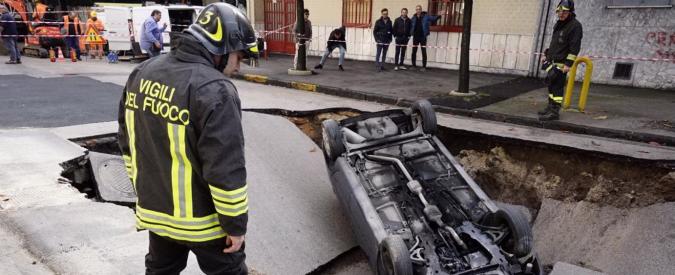 Maltempo, a Viareggio affonda peschereccio: 2 dispersi. Ospedale allagato nel Napoletano: chiusi 6 reparti
