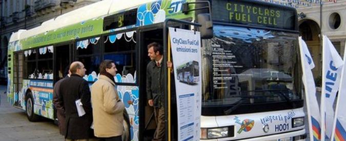 Liguria, fermi gli autobus a idrogeno voluti da Burlando: non c'è il distributore. Ma Toti ne vuole altri e impegna 2 milioni