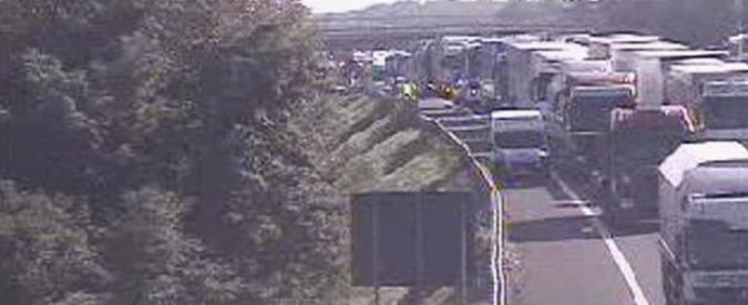 Autostrada A4, scontro tra 4 pullman: 19 feriti, quasi tutti studenti e un autista