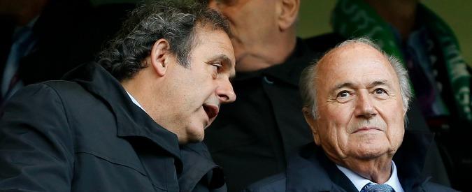 """Fifa: """"Platini e Blatter squalificati a otto anni"""". Il Comitato etico: """"Difesa non convincente"""" – Video"""