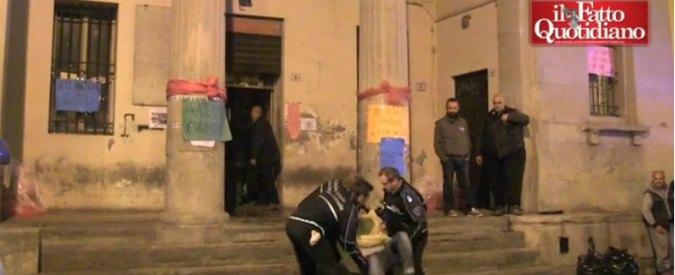 Bologna, sgomberato centro sociale lgbt Atlantide. Manifestanti portati via di peso