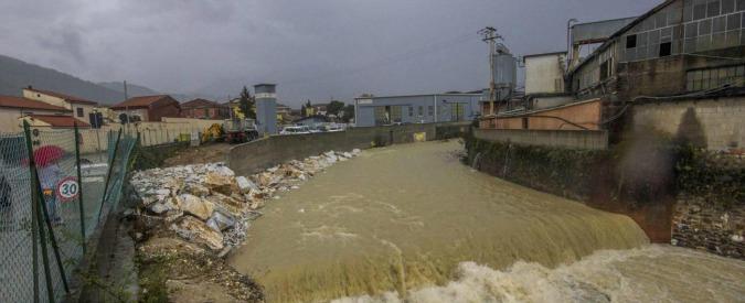 """Alluvione Carrara, il perito del tribunale: """"Argine crollato? Era pistola contro città"""""""