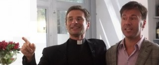 """Vaticano, monsignor Charamsa dopo il coming out: """"La Congregazione per la dottrina della fede è il cuore dell'omofobia paranoica della Chiesa"""""""