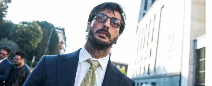 Fabrizio Corona torna a casa: esce da comunità don Mazzi e va ai servizi sociali