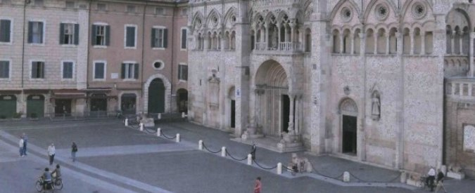 Ferrara, dal Comune catene anti-movida da 30mila euro per il sagrato della Chiesa