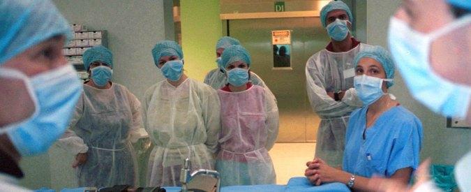 """Regno Unito, la """"fuga"""" degli infermieri italiani: 'Qui possiamo fare carriera ed essere considerati persone, non numeri'"""