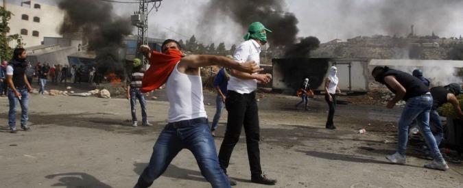 Israele, sparatoria alla stazione dei bus: israeliano ucciso a Beersheva. Nuovo muro a Gerusalemme