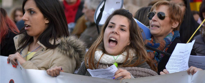"""Donne e lavoro, Istat: """"Stipendi maggiori per gli uomini e aumenta la disoccupazione tra le neo mamme"""""""