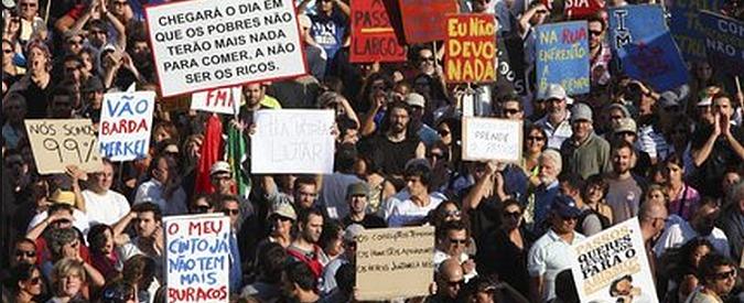 """Portogallo, per Schaeuble è la """"miglior prova"""" che l'austerity funziona. Ora il pil cresce ma sono emigrati in 500mila"""