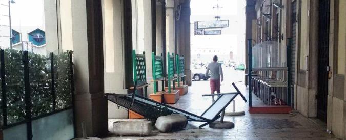 Livorno, due trombe d'aria e nubifragio. Strade allagate e tegole cadute dai tetti
