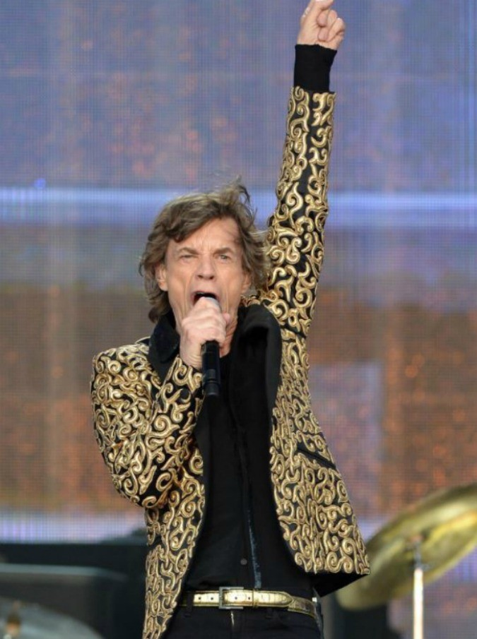 """Rolling Stones: sesso, droga e rock'n'roll nelle camere d'albergo? No. I quattro chiedono istruzioni per la tv, come """"qualsiasi vecchietto"""""""
