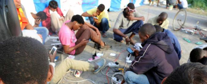 Migranti, a Lecco bottiglie di urina e insulti razzisti contro campo profughi