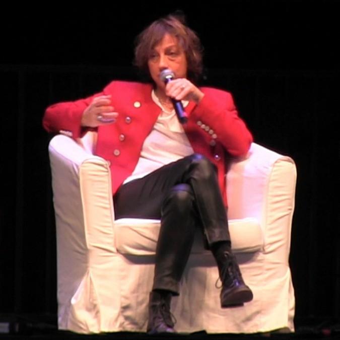 Gianna Nannini cade dal palco: live di Genova interrotto