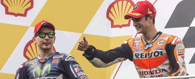 """MotoGp Malesia, tutti contro Rossi. Lorenzo: """"Sanzione troppo leggera. Forse non è stato penalizzato perché famoso"""""""