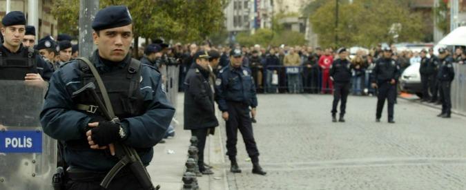 Turchia, blitz della polizia con lacrimogeni nella sede delle tv di opposizione