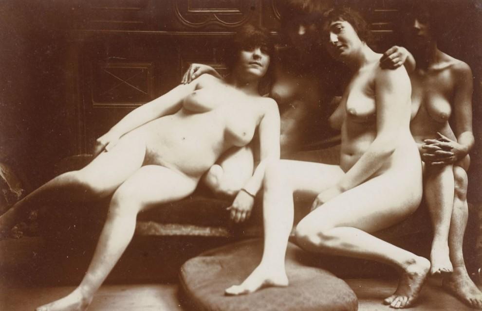 Carabin Groupe de quatre femmes nues