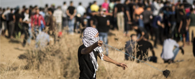 Gaza, esercito uccide due adolescenti palestinesi. Gerusalemme: accoltellati 5 israeliani, freddati i due assalitori