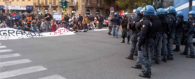 Roma, scontri tra movimento per la casa e forze dell'ordine: 2 manifestanti ferite