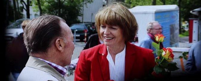 Colonia, eletta sindaco la candidata accoltellata da un estremista di destra