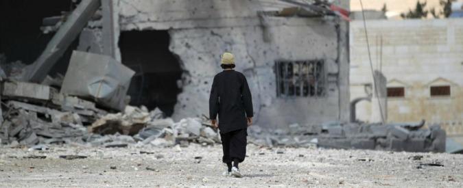 """Siria, ong: """"Circa 130mila civili in fuga dai bombardamenti russi"""". Appello del Papa: """"Nuove strategie per la pace"""""""