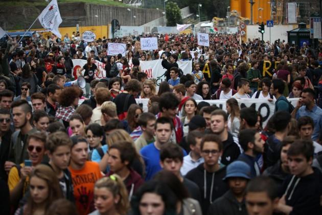 """Roma, manifestazione degli studenti contro la riforma della """"Buona Scuola"""""""